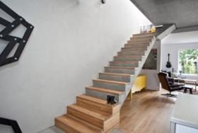 Монолитная прямая лестница на 2-й этаж