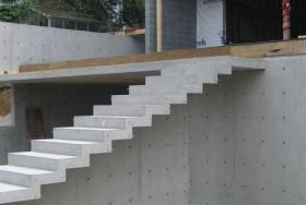 Строительство прямой бетонной лестницы