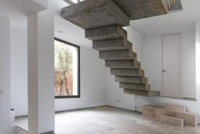Плавающая бетонная лестница