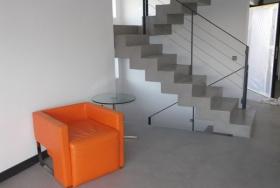 Простая поворотная лестница в мраморе
