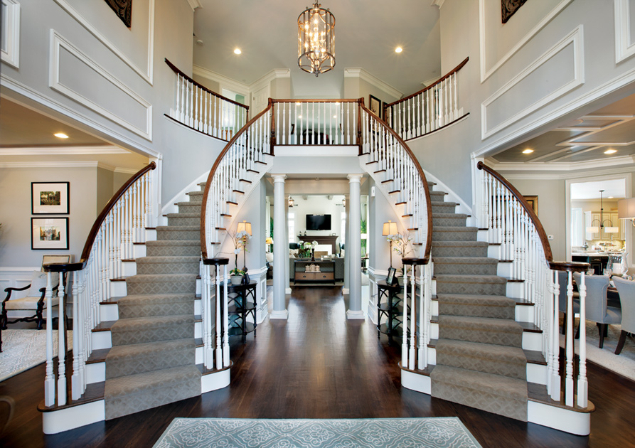 Г-образная деревянная лестница с тремя забежными ступенями