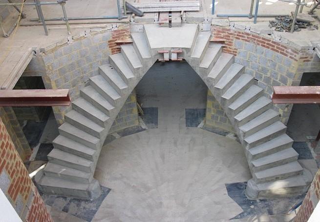 Выберите на фото понравившуюся лестницу и позвони нам по телефону: +7 (911) 830-34-65